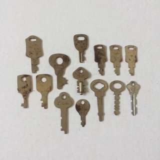 1 Lot of Vintage Small Keys (14 Pieces)