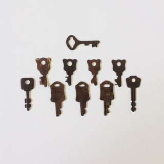1 Lot of Vintage Small Keys (10 Pieces)