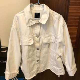 🚚 Bershka 白色牛仔外套
