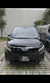 Toyota Voxy V 1.8 Hybrid