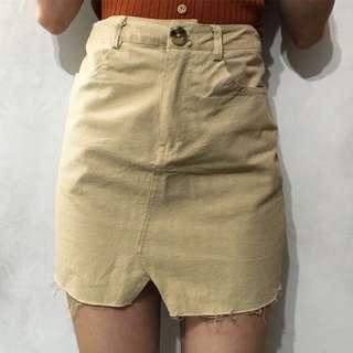 🚚 杏色微A字裙