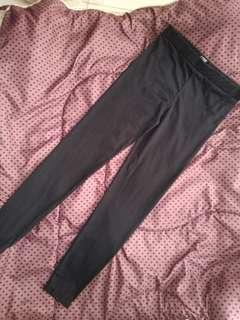 Leging hitam