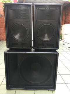HK audio Lucas Powered Sub+2 top speakers