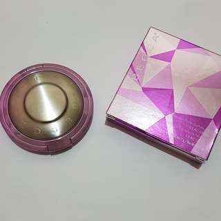 Becca shimmering skin perfector pressed powder in Lilac Geode