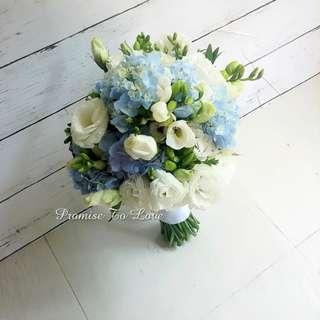 Rustic Fresh flowers hand bouquet in white & Blue (Wedding / ROM/ Bridesmaid / Proposal/ Anniversary/Birthday)