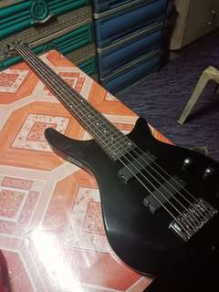 Davis Bass Guitar (2nd hand) 5 strings