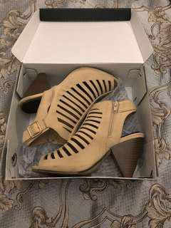 Novo size 6 wedge heels