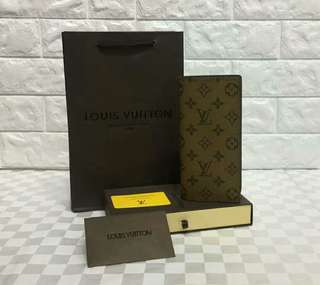 Louis Vuitton Brazza Wallet Reverse Monogram