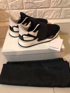 女神鞋Givenchy Slip On Full set with invoice,整體90%new,只有鞋楦位有輕微污 介意勿買,Hk selling over 6千,now $1500