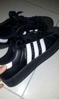 Sepatu adidas superstar black and white