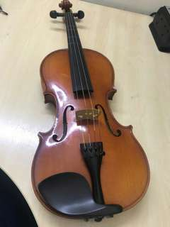 HANDMADE GERMAN KARL HOFNER violin Serial Number H6G-V4/4-0 IO415-0709  Full size violin with casing plus Carbon fibre shoulder rest will be included too ( worth 350MYR )  Bought 2015 with a price or 3800MYR