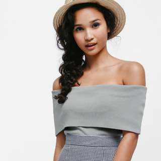 🚚 BNWOT Taria Off Shoulder Knit Top in Grey, Love Bonito