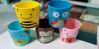 Skip hop bucket bath toys