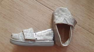 TOMS Low Tops (Silver size T3)