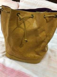 LV 水波紋黃色水桶包
