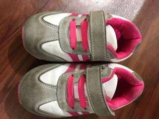 sepatu anak uk 23