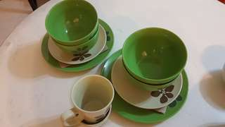 2 × Green Dishware sets with cups
