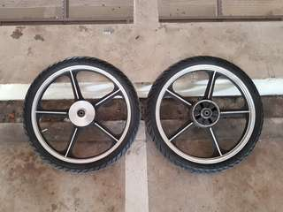 """17"""" rim with tyre"""
