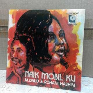 Piring hitam M Daud & Rohani Hashim - Naik Mobil Ku