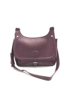 Longchamp sling bag kulit 33821#1  Kwalutas   premium, bahan kulit tebal bagus  2 warna :  black Purple  UK 30x12x20cm.  Berat 800gr  H 340rb