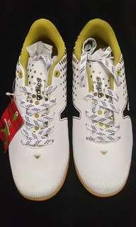 Sepatu futsal ardiles