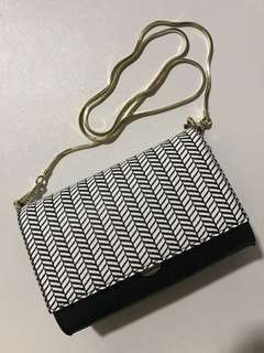 Daphne Black and white sling bag
