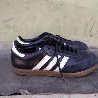 Sepatu adidas samba clasic