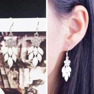 Beautiful crystal like earrings