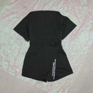 兩件式套裝一字領素短t+英文不規則造型褲裙