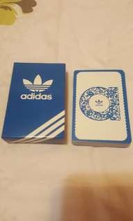 Adidas  啤牌