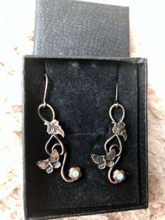 古典蝴蝶型長耳環