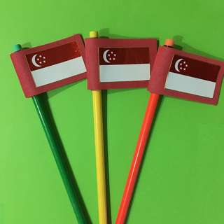 🚚 Singapore Flag Pencil Toppers with Pencils
