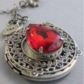 VINTAGE (RUBY COLOUR) STONE SILVER LOCKET