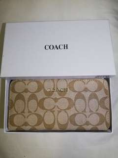 Coach wallet with zipper