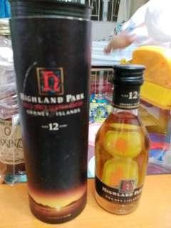 陳年高原騎士12年威士忌酒辦50ml with box 一支。