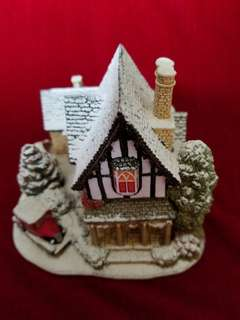 "Handmade Illuminated Cottage ""Castle Lodge"" by Lilliput Lane"