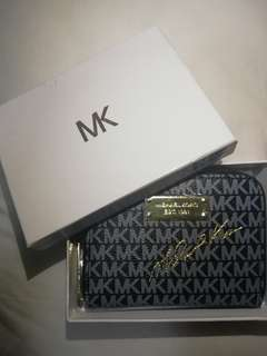Michael Kors wallet with zipper