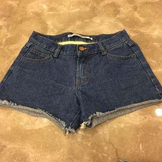 深色牛仔短褲