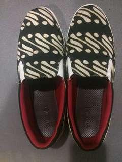 Batik Slip On