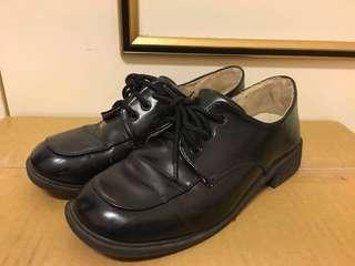 🚚 黑色皮鞋  40號、41號  (7折)