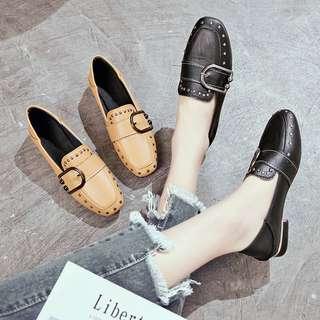 🚚 新款鉚釘皮帶扣方頭休閒鞋 35-39 (共2色)