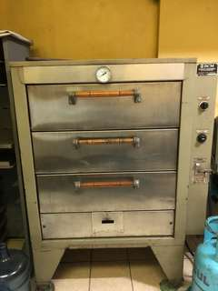 RUSH!!! Industrial Sized Oven plus Tray Rack *negotiable*