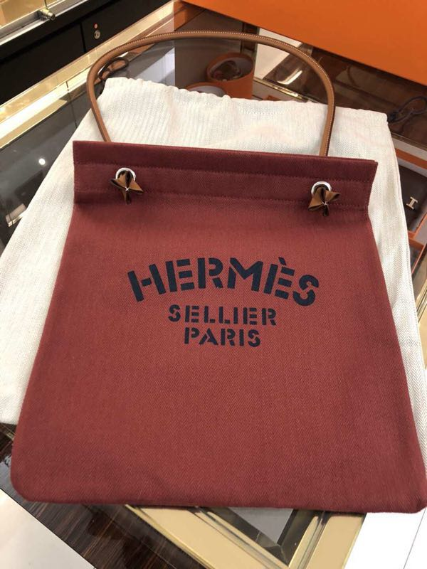 50e47786a Hermes Aline grooming bag (red), Luxury, Bags & Wallets on Carousell