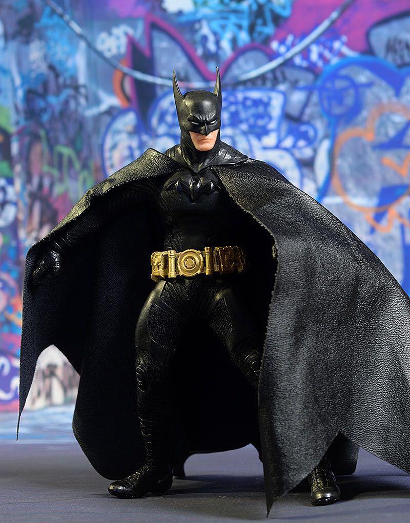 Mezco One:12 Collective Batman Day Ascending Knight Black Variant Exclusive MDX