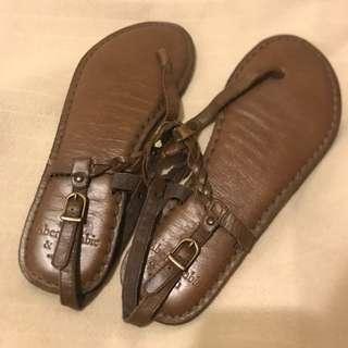 🚚 Abercrombie & Fitch 真皮涼鞋