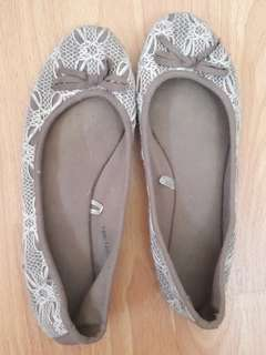 Lacey olive green and white flats