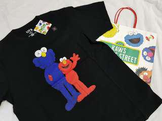 (Unisex M) Uniqlo Kaws X Sesame Street Black