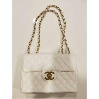 Vintage Chanel白色魚子醬大金扣Jumbo flap bag 30x21x9cm