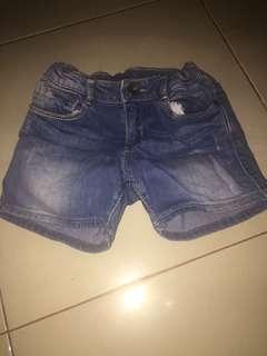 Celana pendek 3-4thn