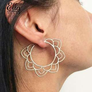 Ethnic lady hallow out flower stud earings